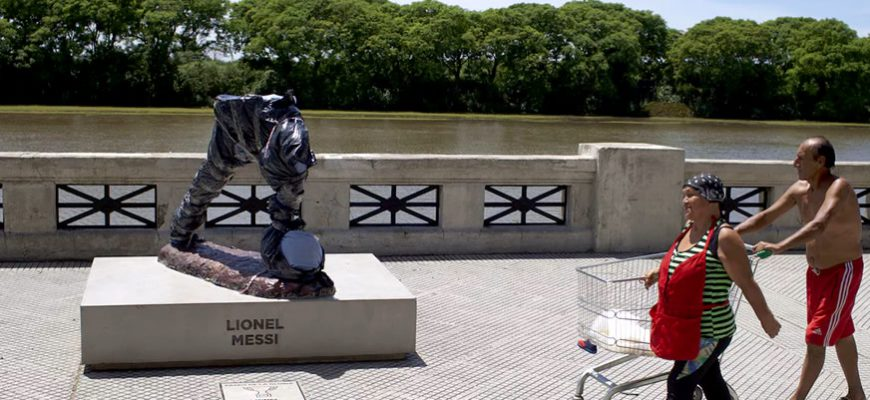 Buenos Aires Statue of Lionel Messi is Demolished